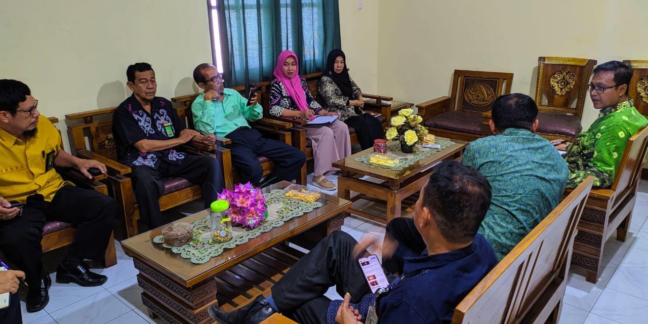 """Ketua dan Hakim mengadakan Coffee Morning """"Diskusi Hukum"""" PA Manado"""