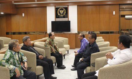 Wakil Ketua MA Bidang Non Yudisial Hadiri Peluncuran Buku Selayang Pandang Komisi III DPR RI Periode 2014-2019
