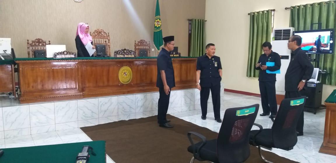 Tim Lomba Dekorum Ruang Sidang dan K3 melakukan penilaian di PA Manado