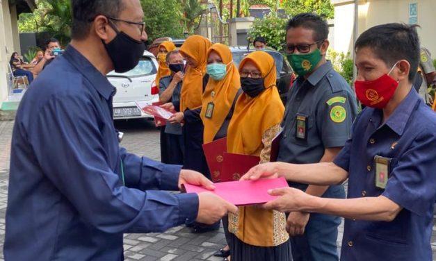 Apel Senin dan Penyerahan Penghargaan Satya Lencana Karya Kepada ASN PA Manado