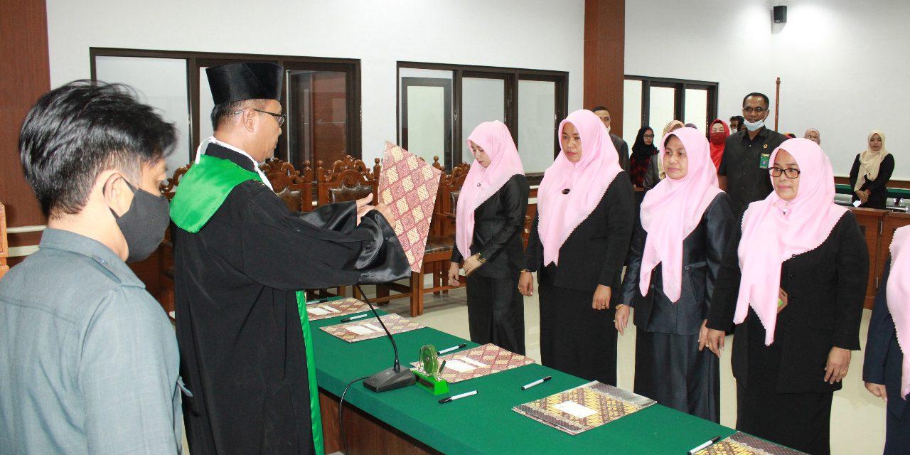 Ketua Pengadilan Agama Manado Melantik 3 Panitera Muda dan 2 Panitera Pengganti PA Manado.
